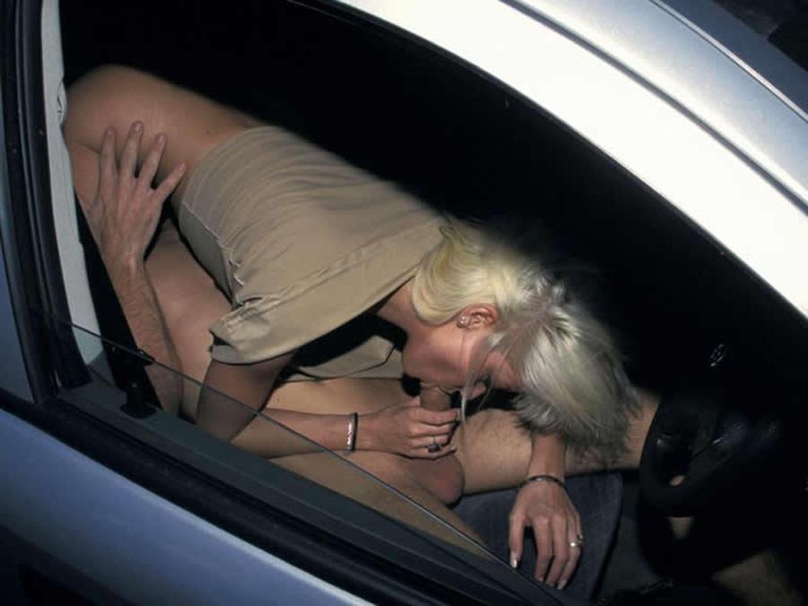 69 en bagnole avec un jeune canon blonde  !!