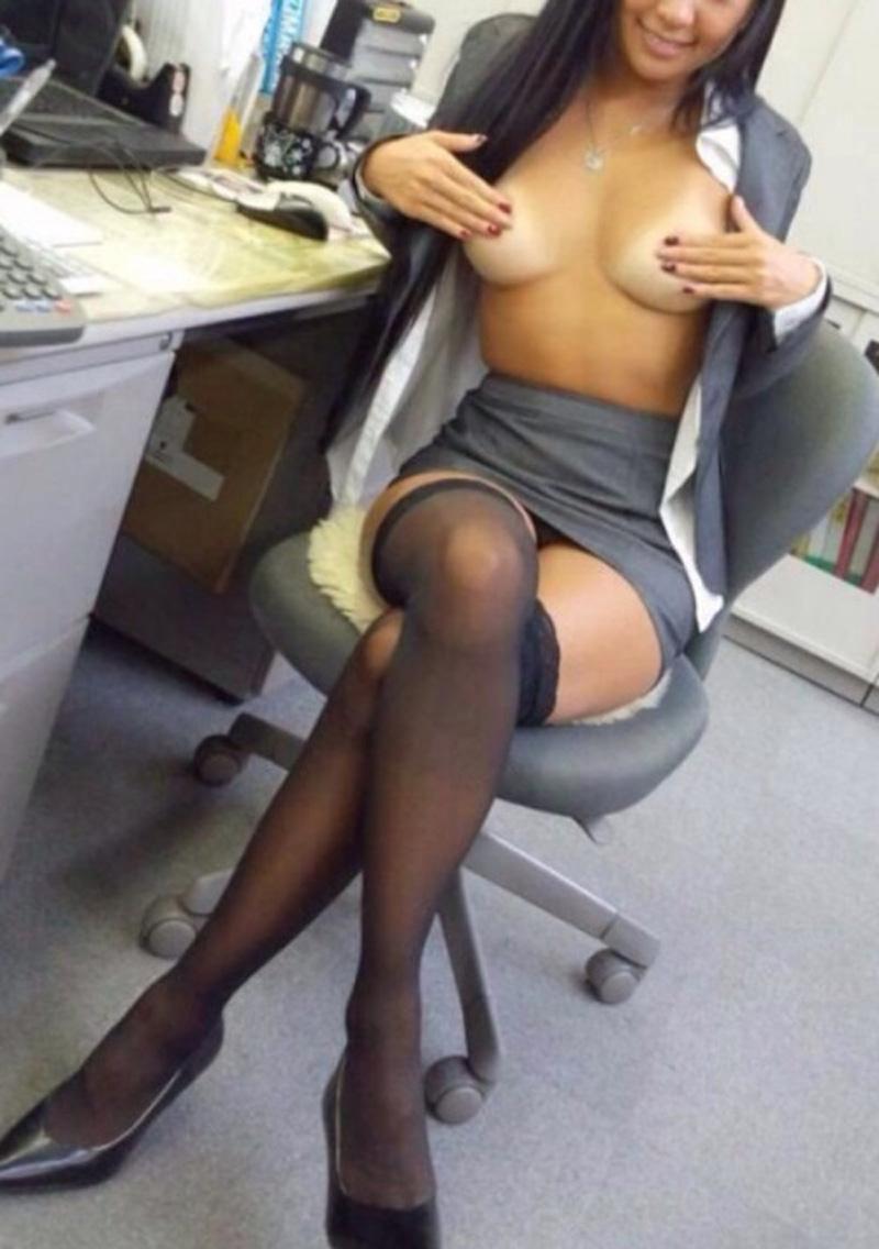 Karima, secrétaire beurette prête à tout