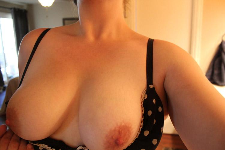 Les gros seins de Mathilde, 45 ans délaissée