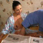 Femme au foyer portugaise baisée partout dans la maison