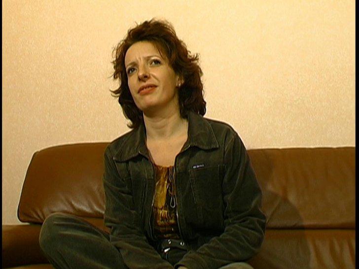 Véronique, femme au foyer rousse, se fait ramoner son trou poilu ( Vidéo )