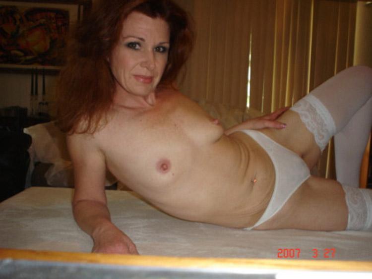 Grosse femme rousse en action - reference-sexecom