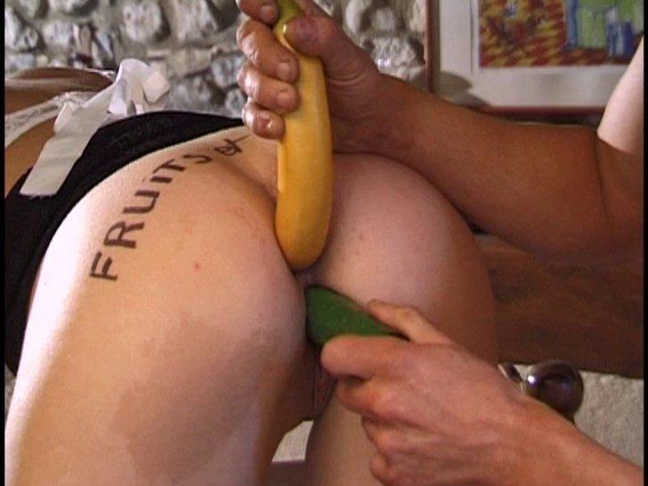 5 fruits et légumes dans la chatte et le cul