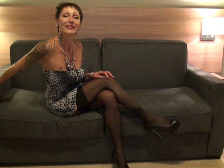 Catalia, femme mature salope teste sa première bite noire