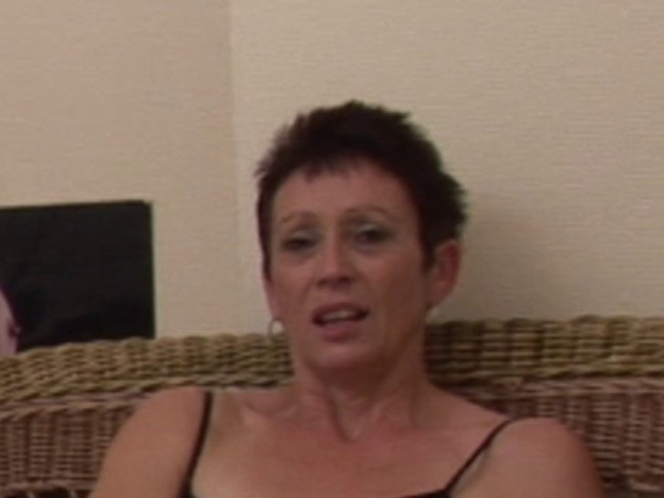 Diana, femme mure infidèle qui se fait éclater l'oignon en POV