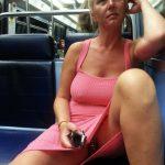 Valérie montre sa chatte sur la ligne 13 du métro