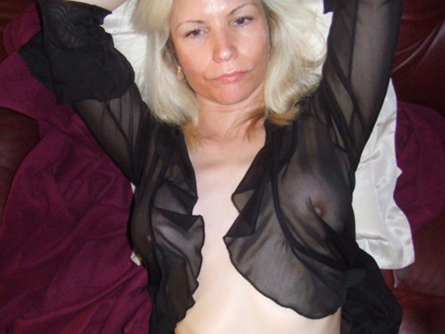 Jocelyne, blonde en chaleur divorcée veut de la queue
