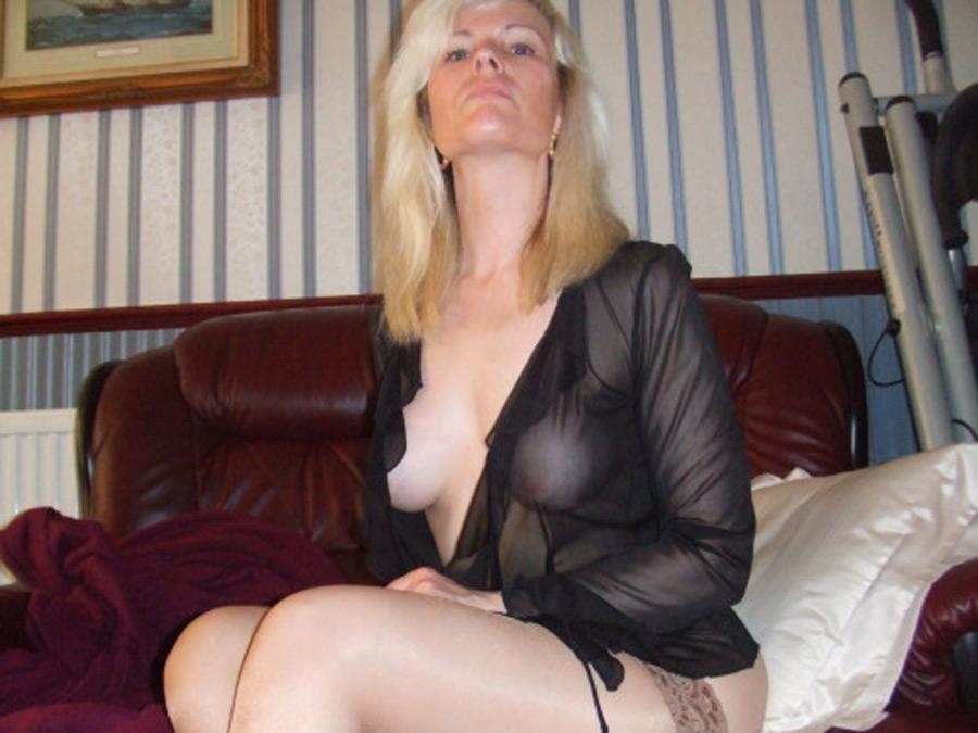 photo salope chaude blonde en chaleur
