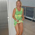 Micheline, milf blonde fait de l'exhib en croisière