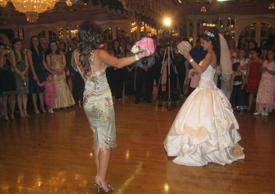 Nuit de noces orgiaque pour la mariée