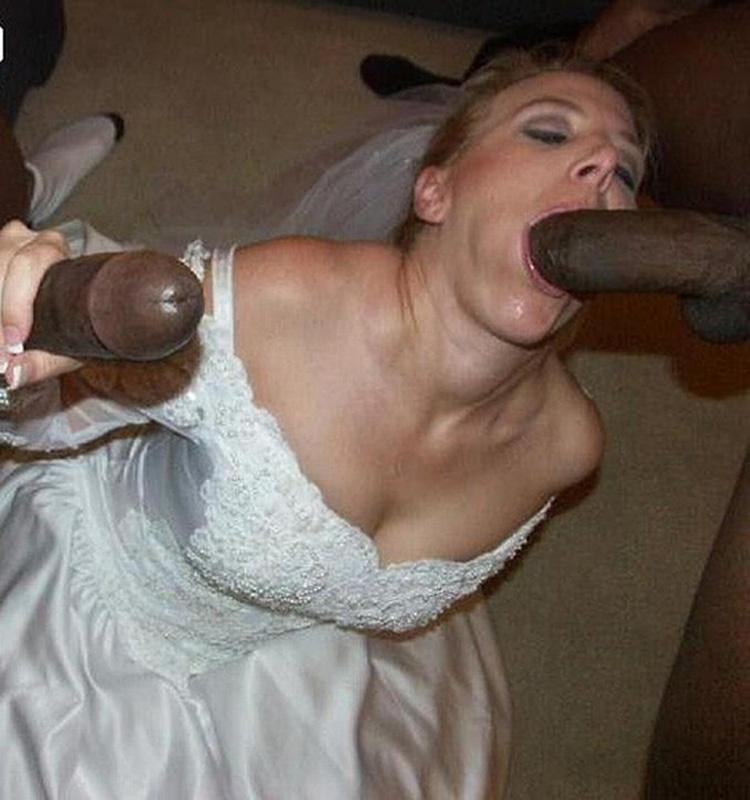 La mariée suce deux noirs