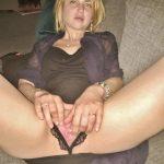 Adèle, jolie blonde à la chatte mouillée
