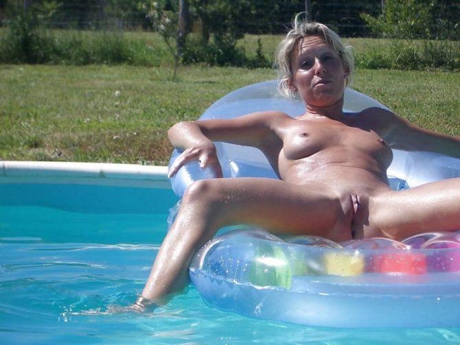 Brigitte cougar exhibitionniste nue