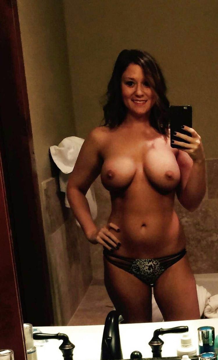Selfie gros seins nus
