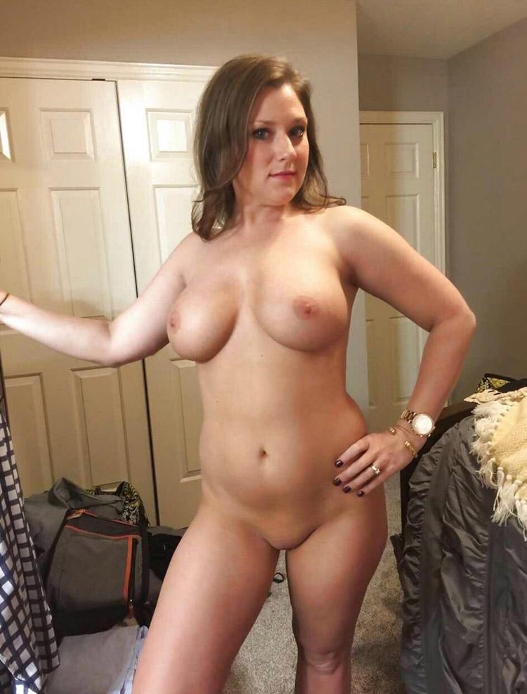 Adèle nue dans la chambre