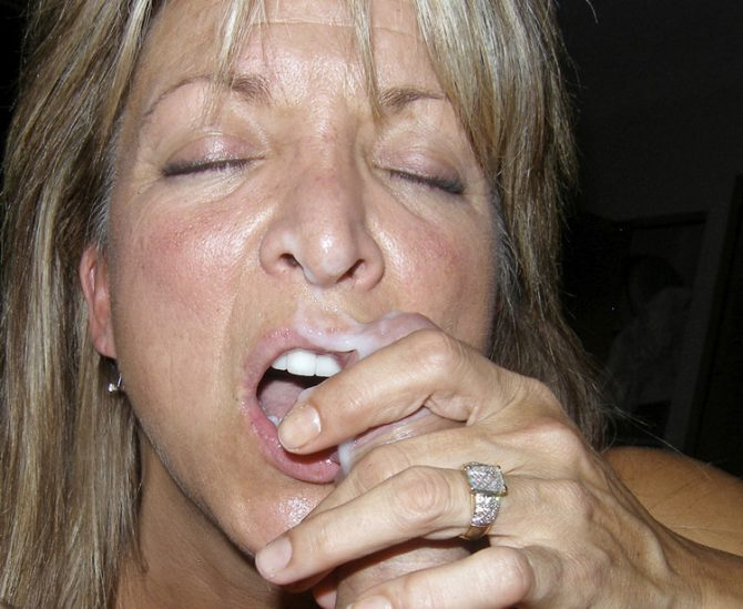 Françoise, sexy MILF qui aime le foutre