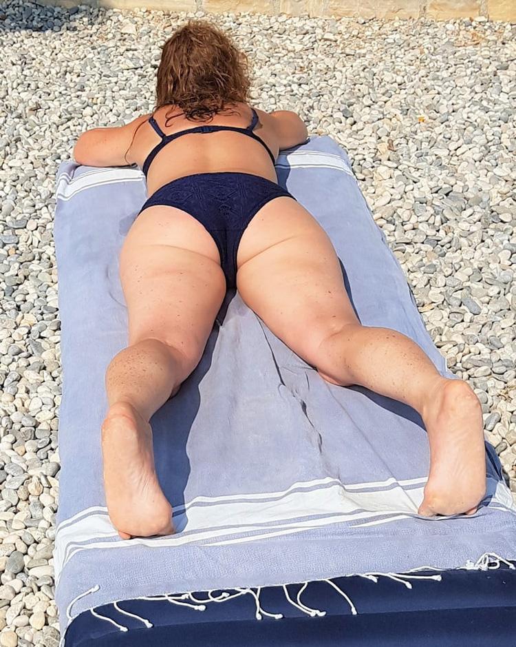 Rousse en bikini