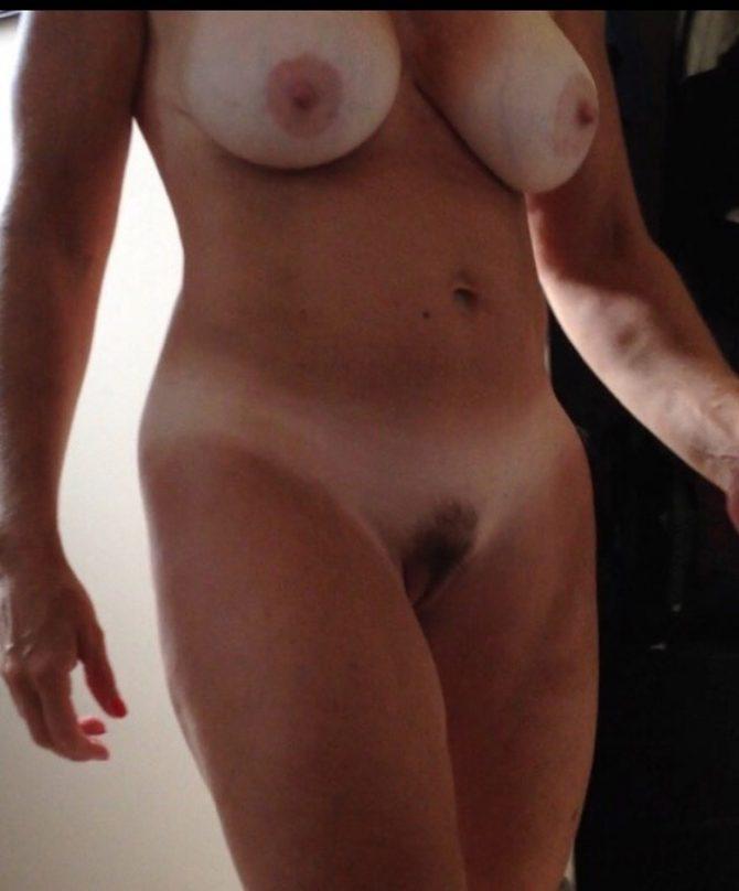 Photos indiscrètes de Catherine, cougar en chaleur ultra-gaulée