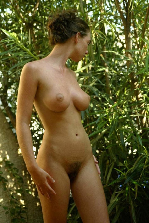 Babe 20 ans seins parfaits minou poilu 10