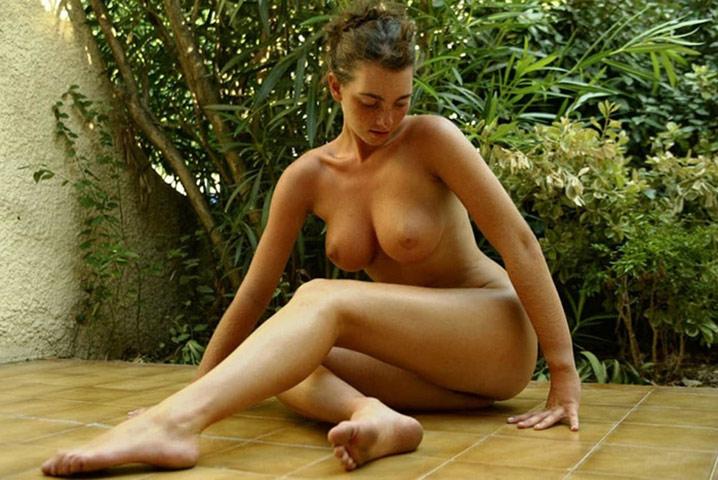 Babe 20 ans seins parfaits minou poilu 28