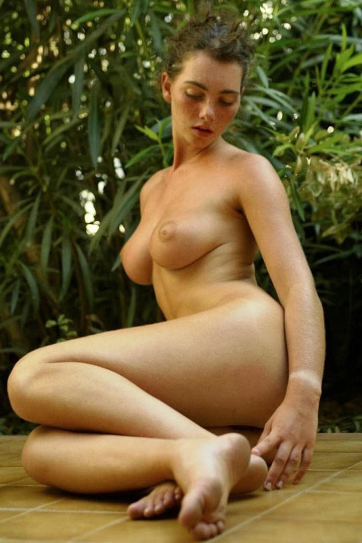 Babe 20 ans seins parfaits minou poilu 3