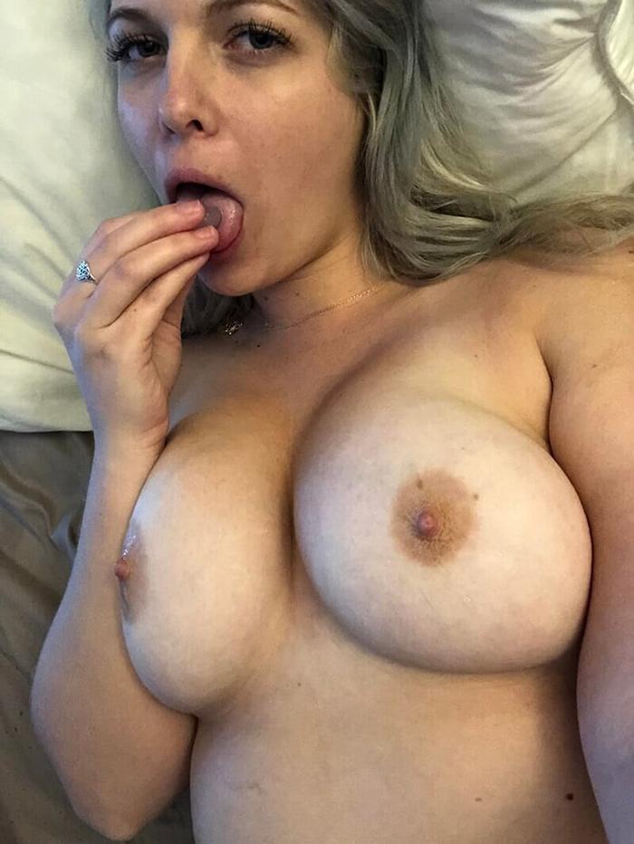 Blonde sexy mariée et pulpeuse 14