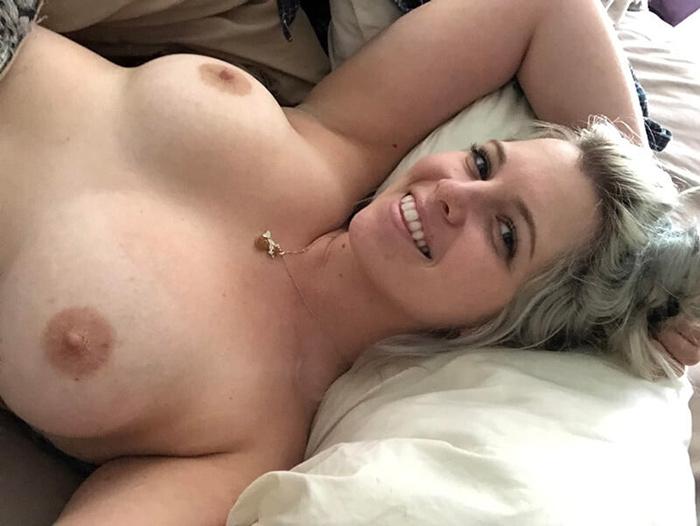 Blonde sexy mariée et pulpeuse 15