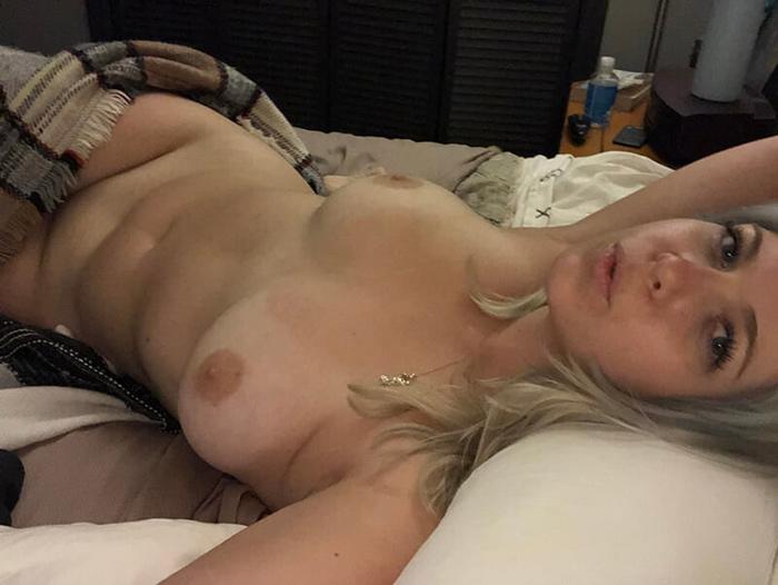 Blonde sexy mariée et pulpeuse 17