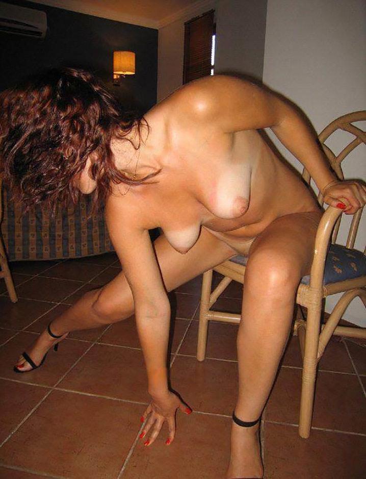 Clara libertine nue en vacances coquines 4