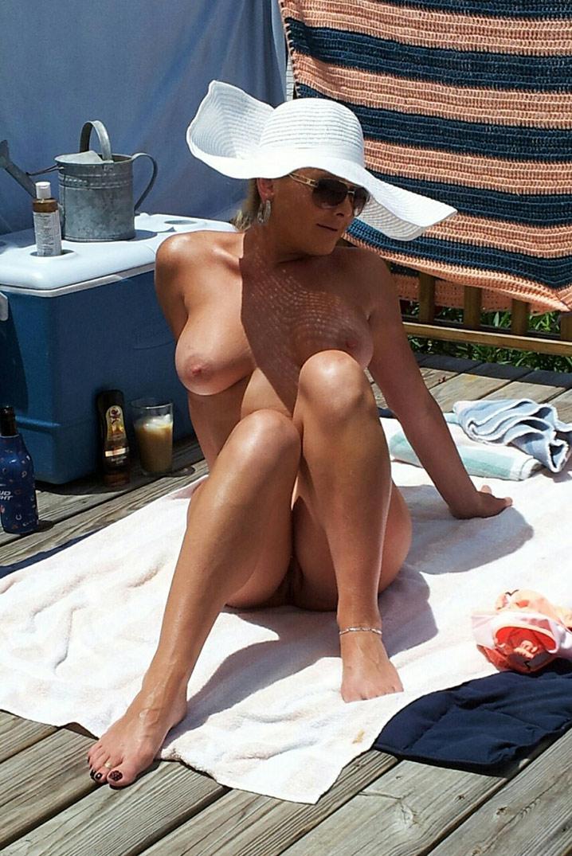 Jocelyne cougar exhib nue 0