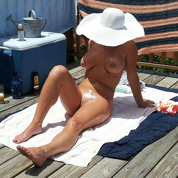 Jocelyne cougar exhib nue 1