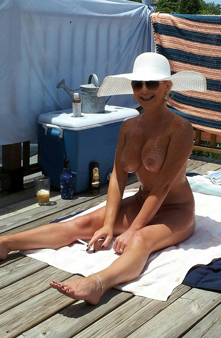 Jocelyne cougar exhib nue 2