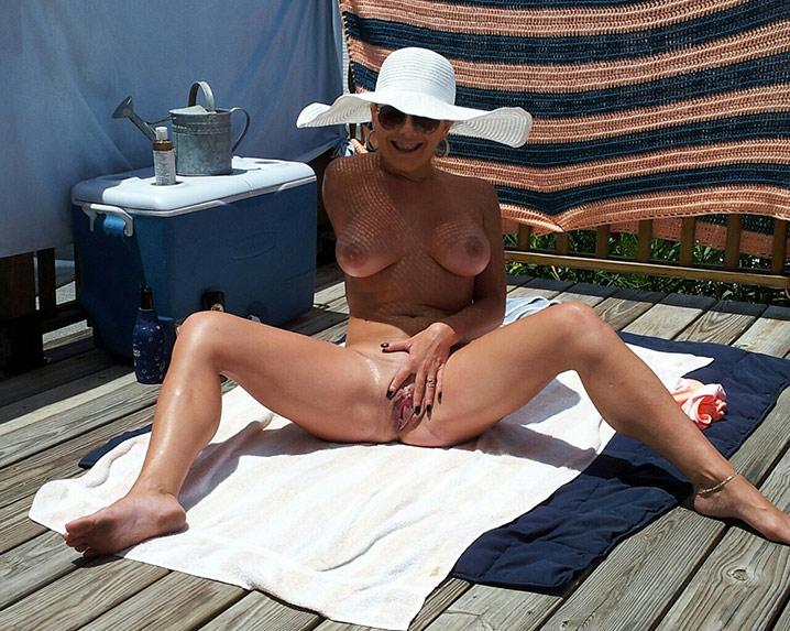 Jocelyne cougar exhib nue 3
