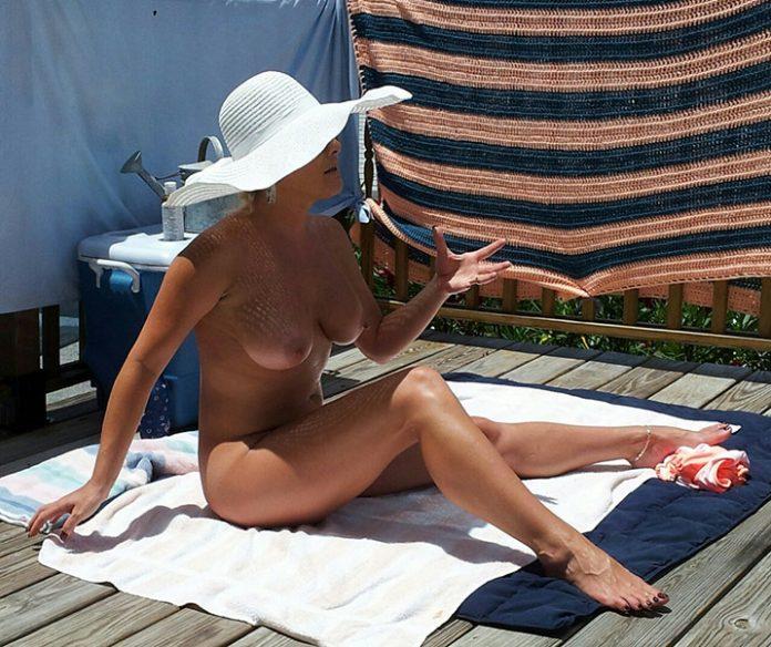 Jocelyne cougar exhib nue 5