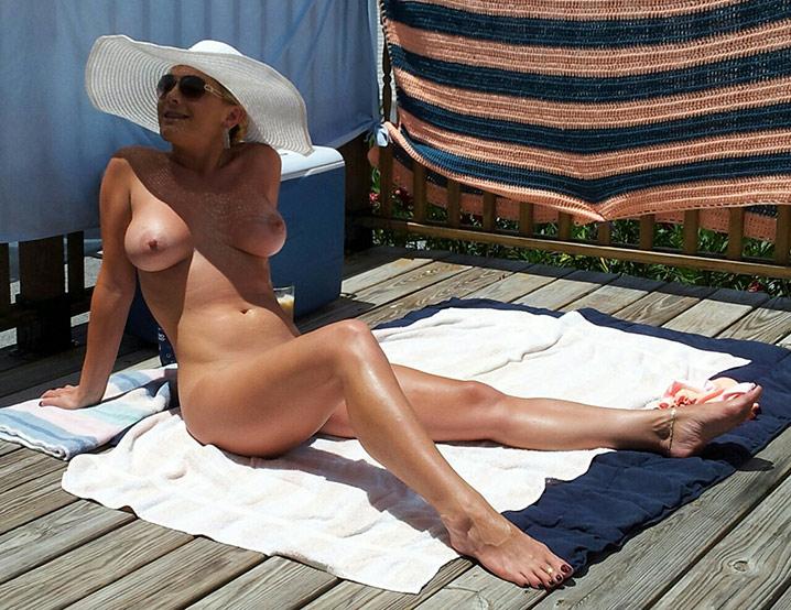 Jocelyne cougar exhib nue 7