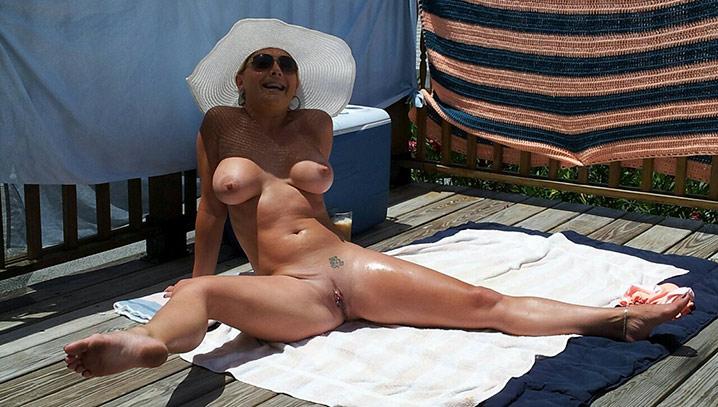 Jocelyne cougar exhib nue 8