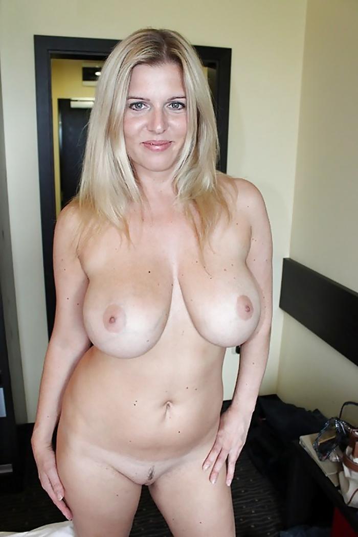 MILF gros seins en liberté 3