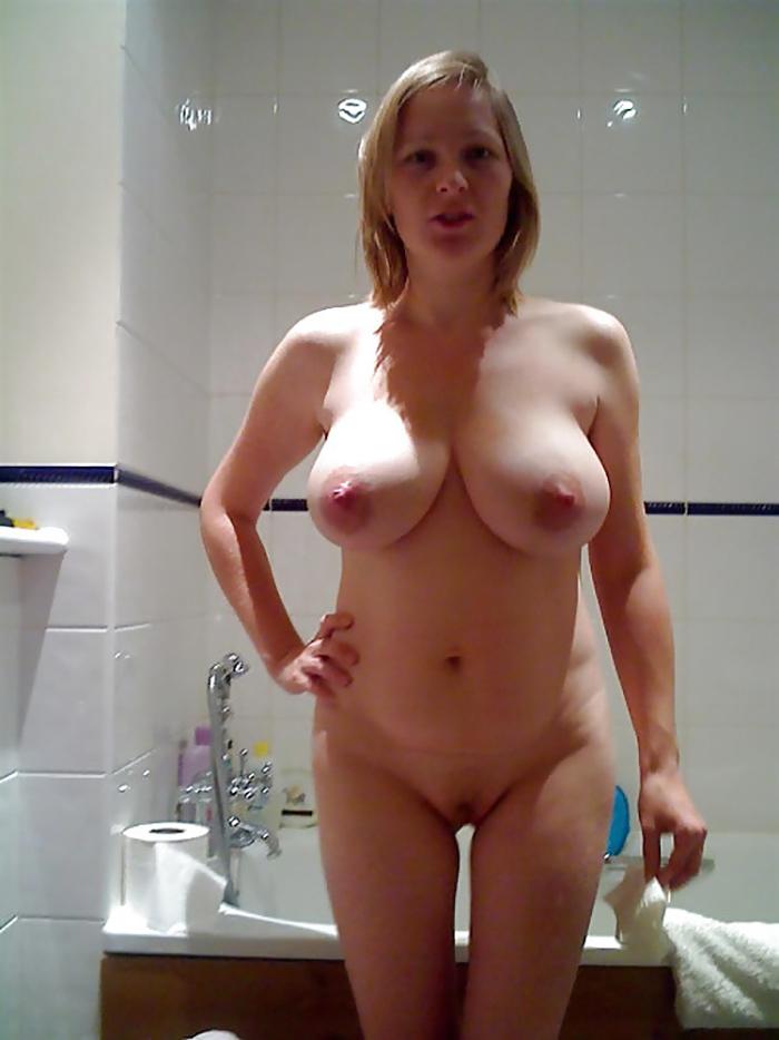 MILF gros seins en liberté dans la cuisine 4