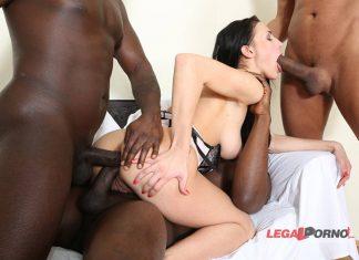 Nicole Love gangbang interracial Legalporno 6