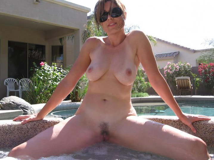 Femme au foyer salope 1