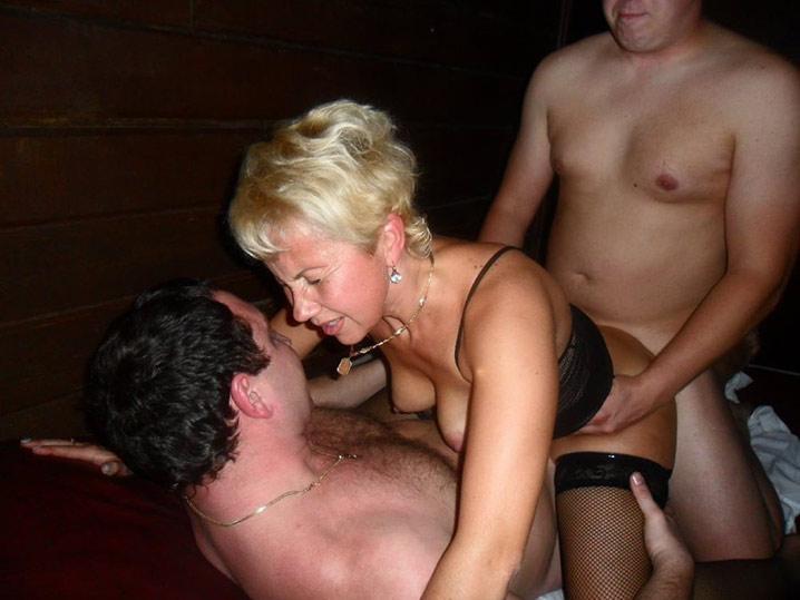 Pauline blonde en chaleur gangbang 12