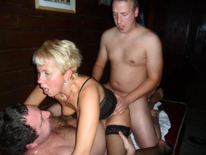 Pauline blonde en chaleur gangbang 13