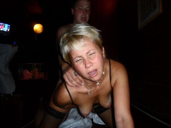 Pauline blonde en chaleur gangbang 16