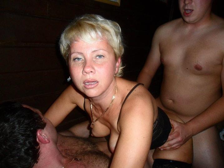 Pauline blonde en chaleur gangbang Pauline blonde en chaleur gangbang 2