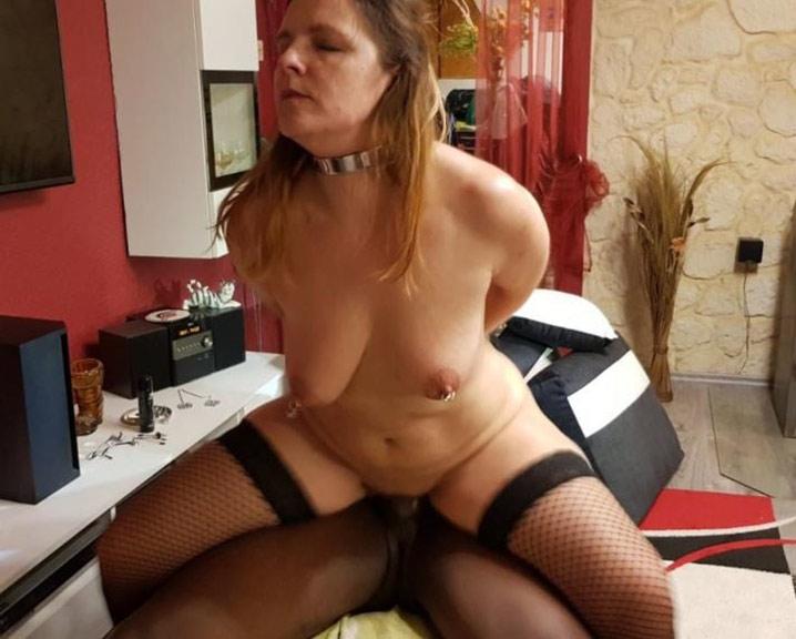 Marie-France chienne soumise à un black 15