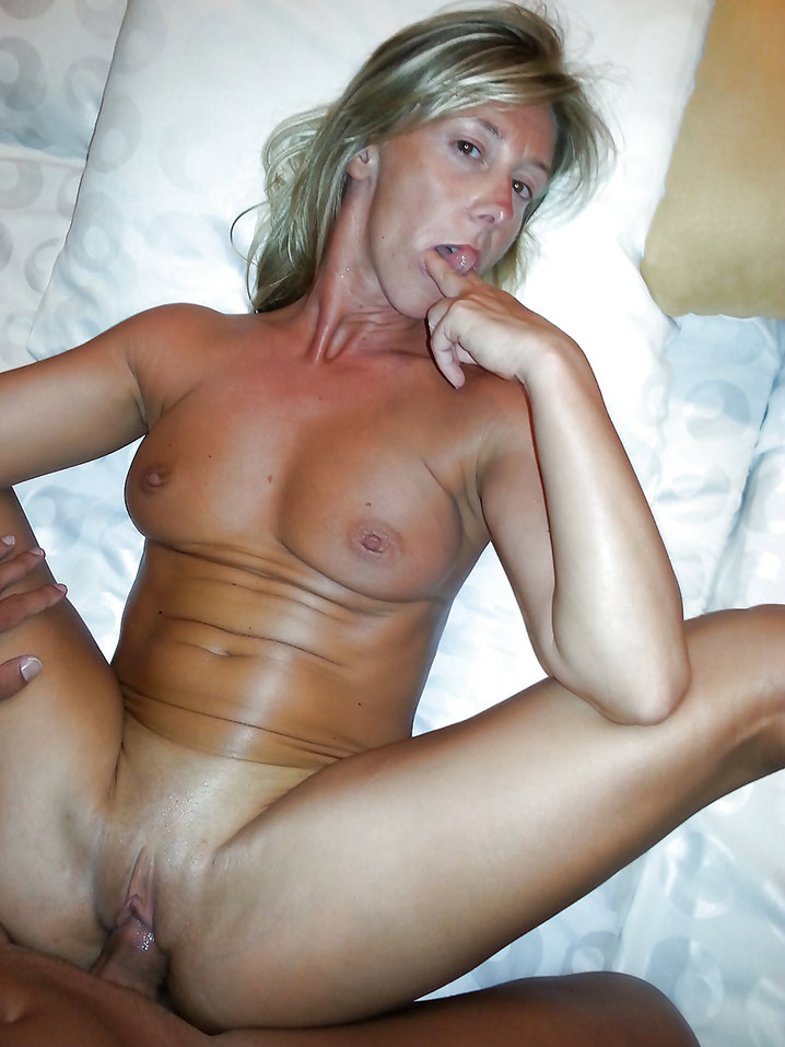 Chatte humide belle MILF Photo 19