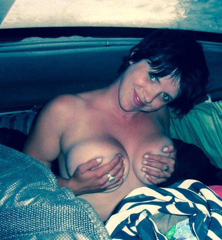 Grosses miches de Christine Selfie 9