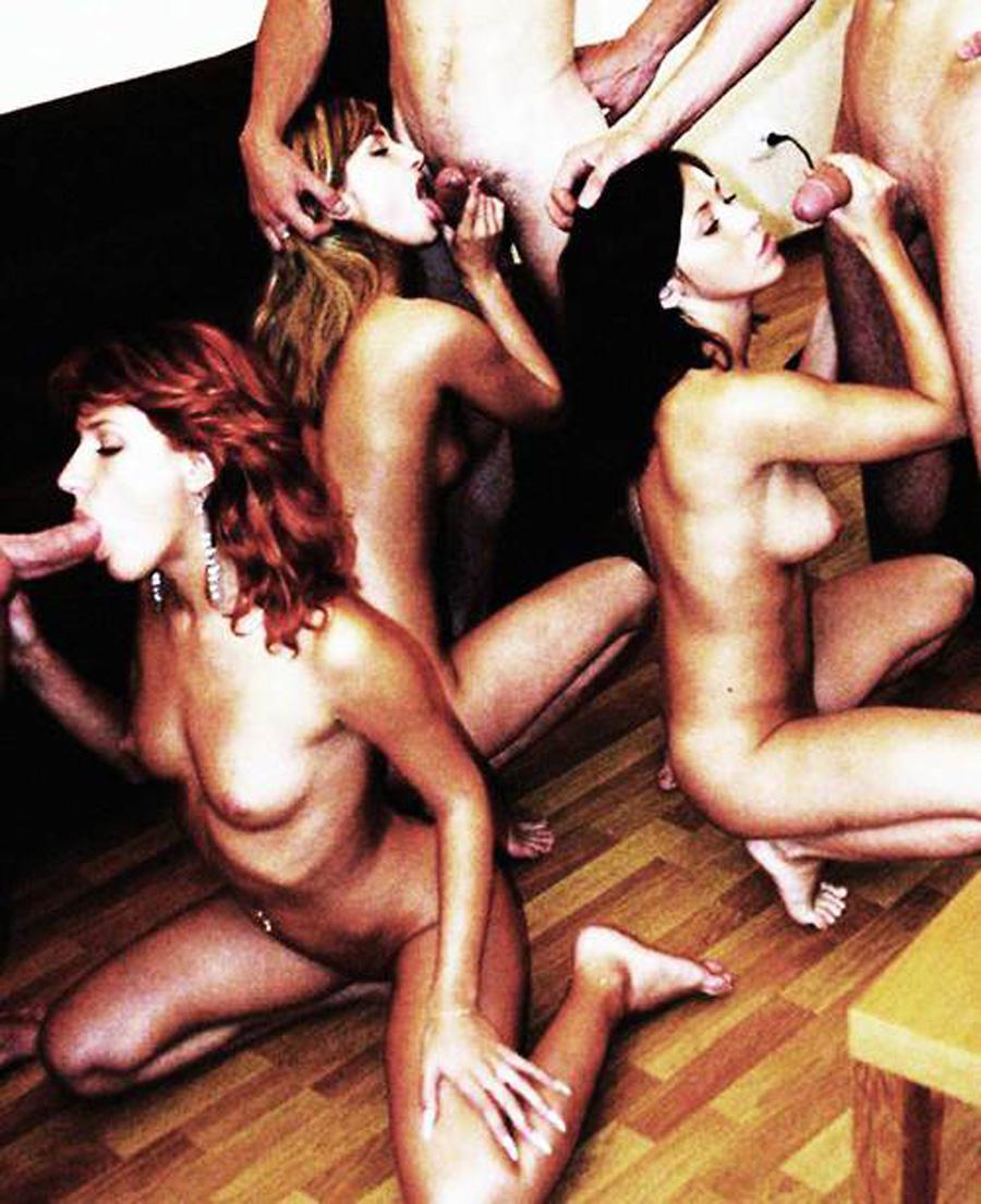 Partouze sexe femmes submergées Nude 3