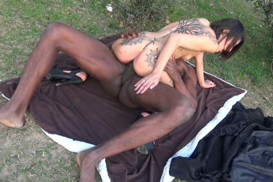 Alya beurette baise exhib avec black 38