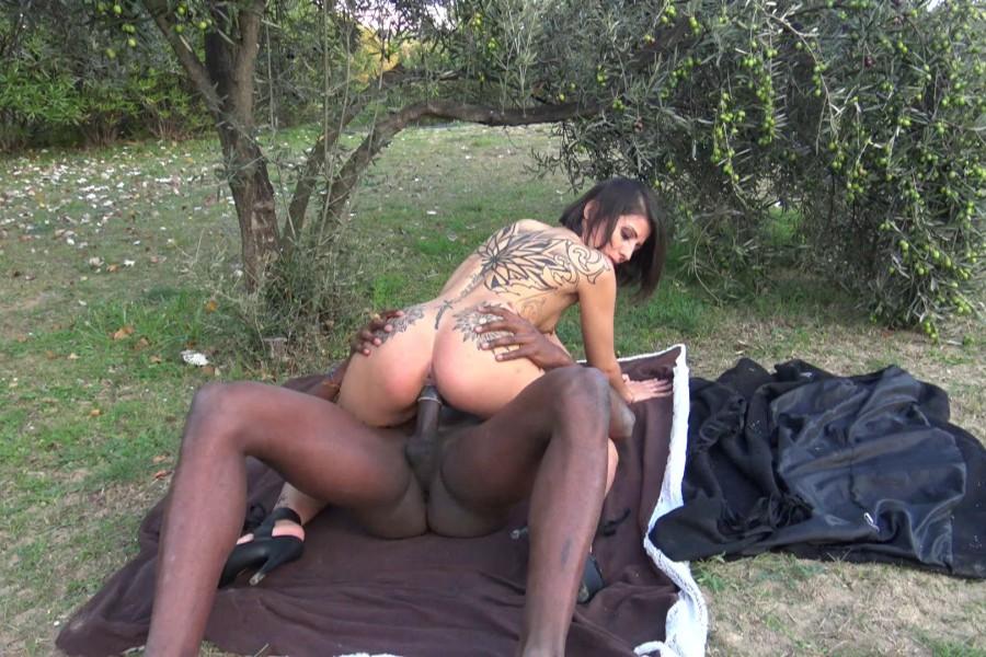 Alya beurette baise exhib avec black 40